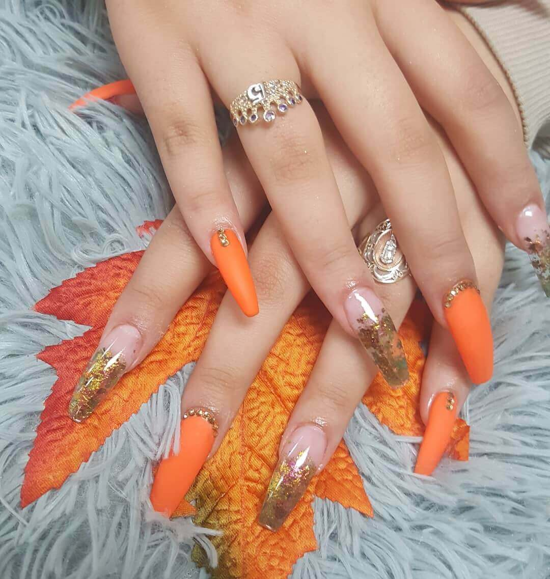 uñas color naranja mate