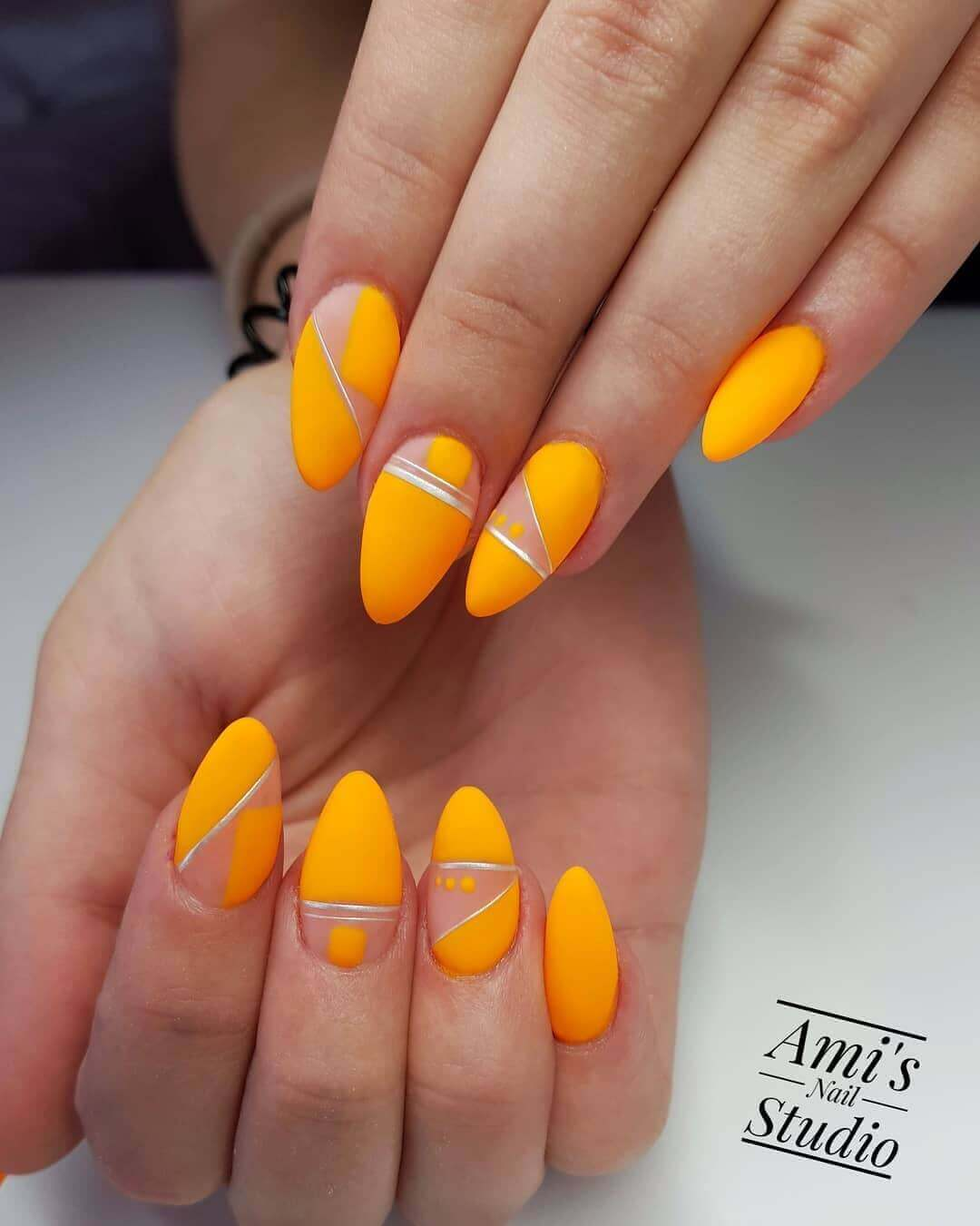 uñas color naranja neon