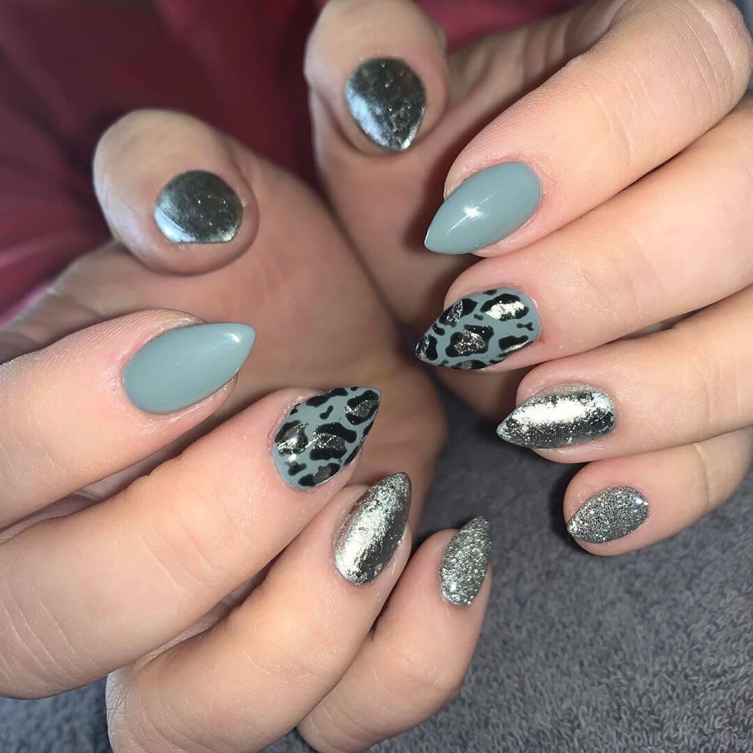 uñas color plata con gris