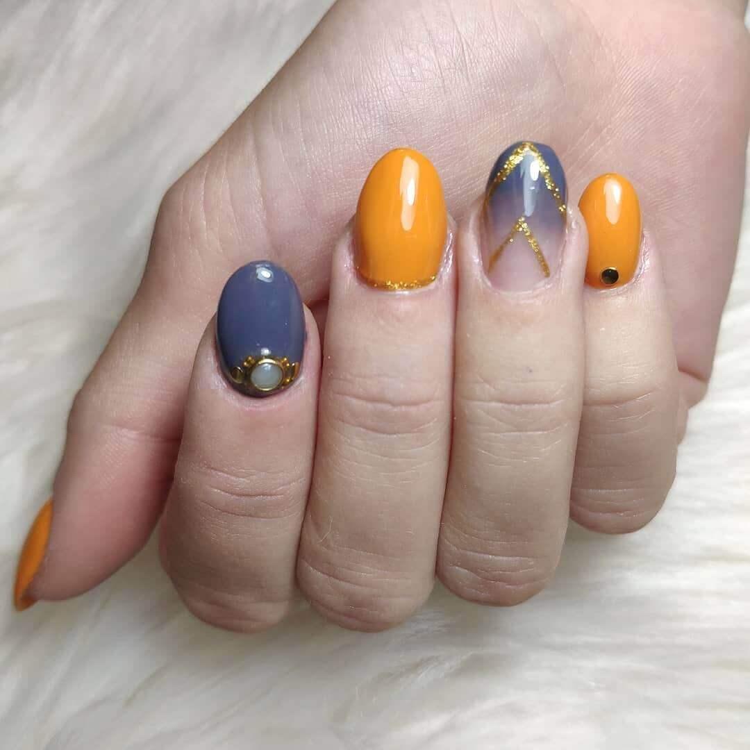 uñas cortas color naranja