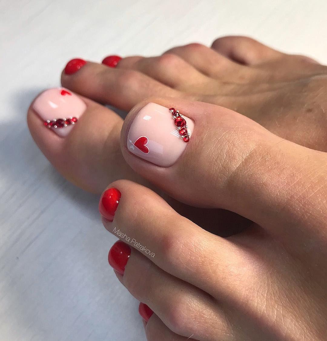 uñas de los pies con corazones