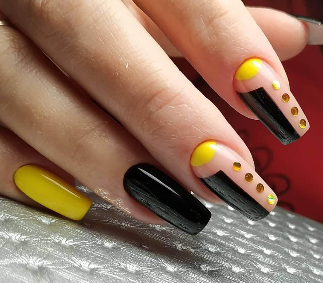 uñas decoradas amarillas y negras