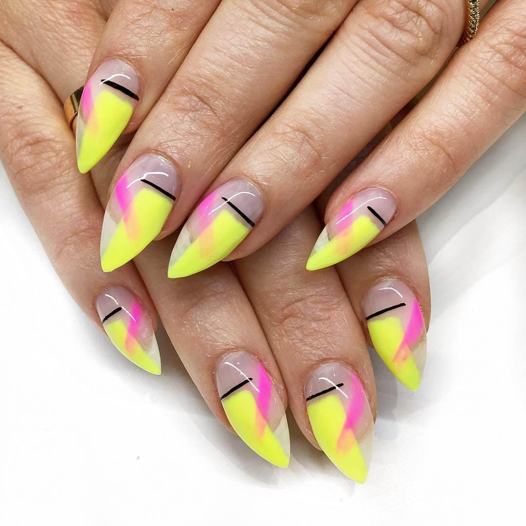 uñas decoradas amarillo y rosa