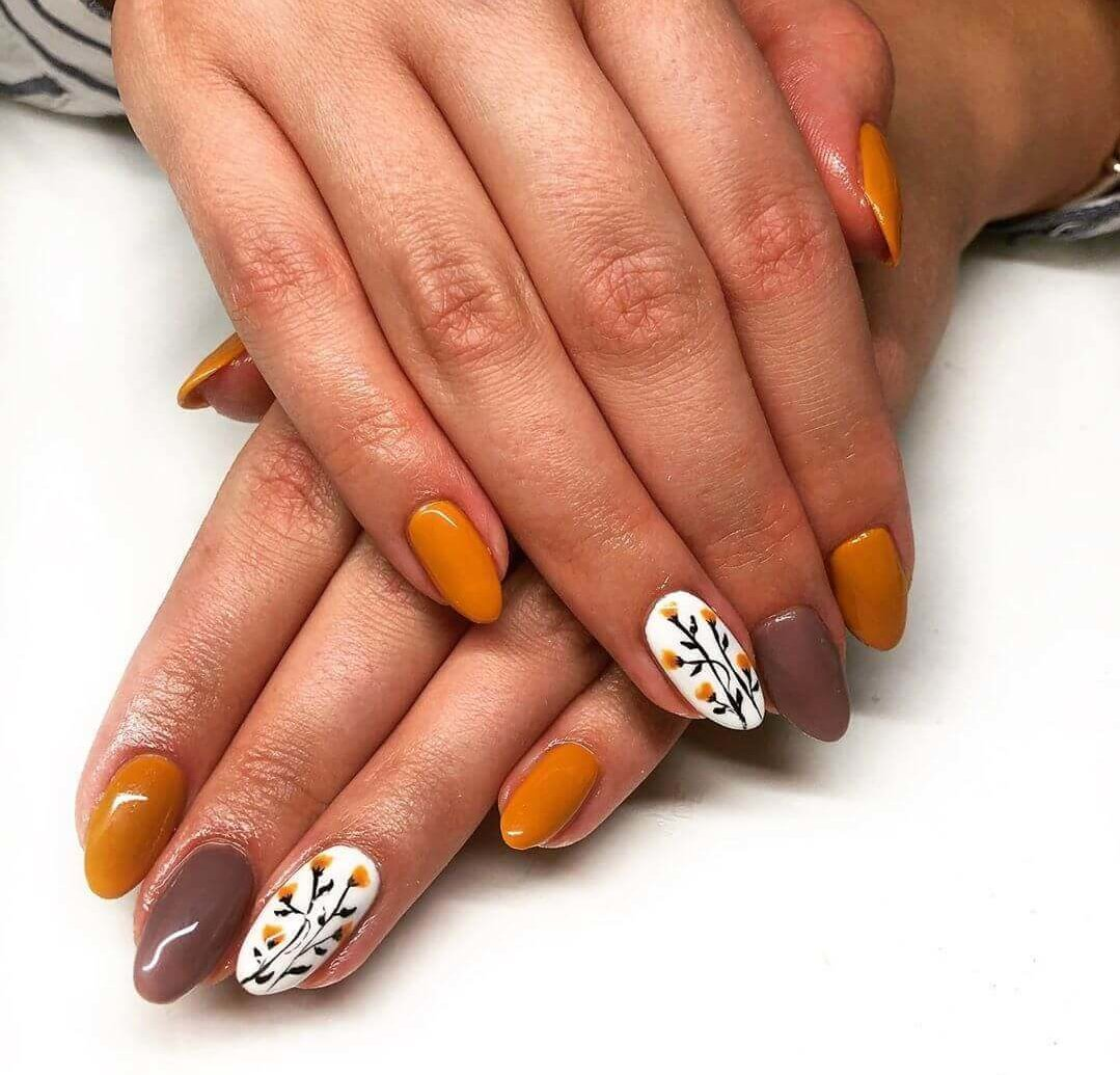uñas decoradas color naranja con flores