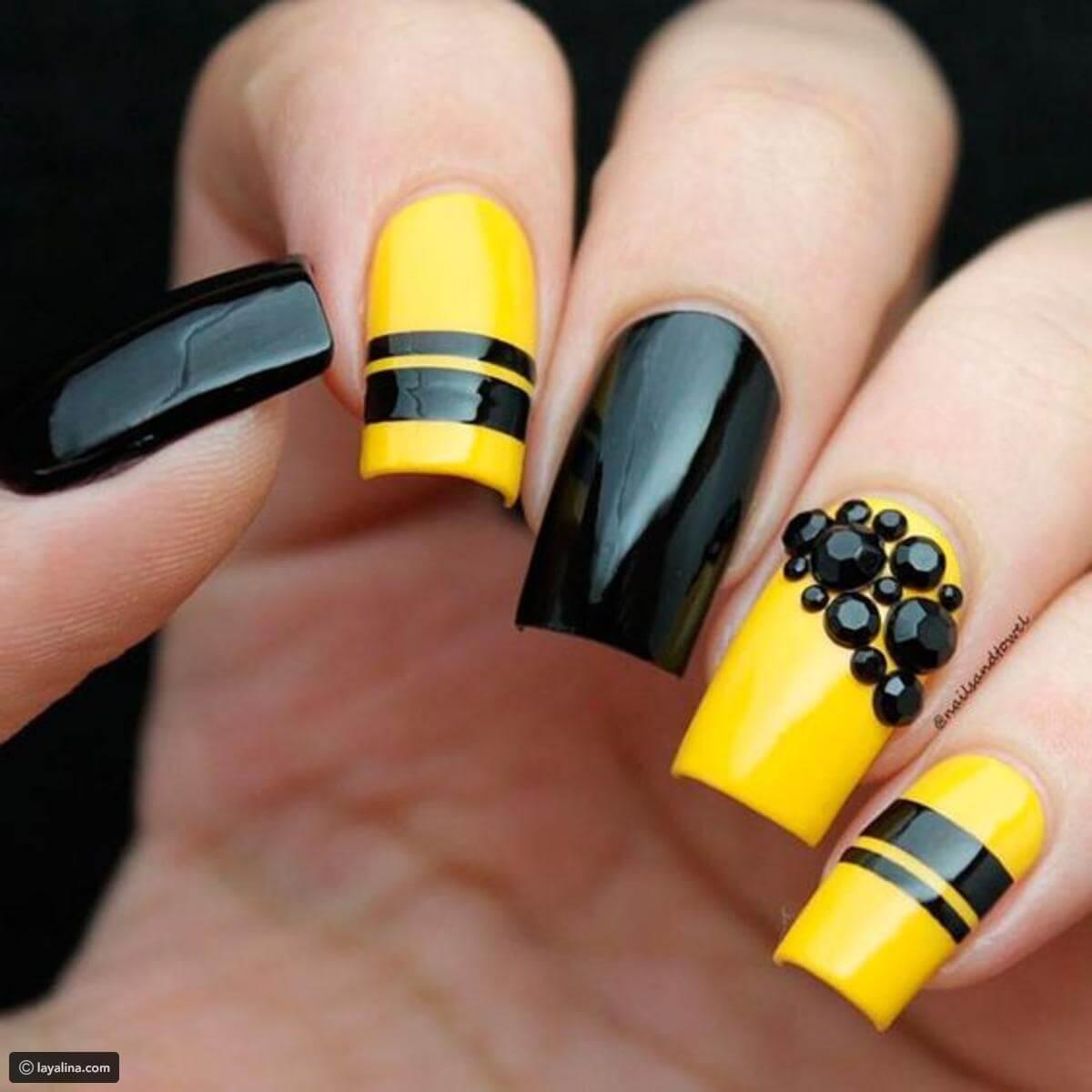 uñas elegantes amarillas y negras