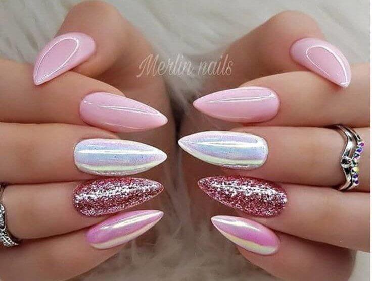 uñas elegantes blanco nacarado con rosa