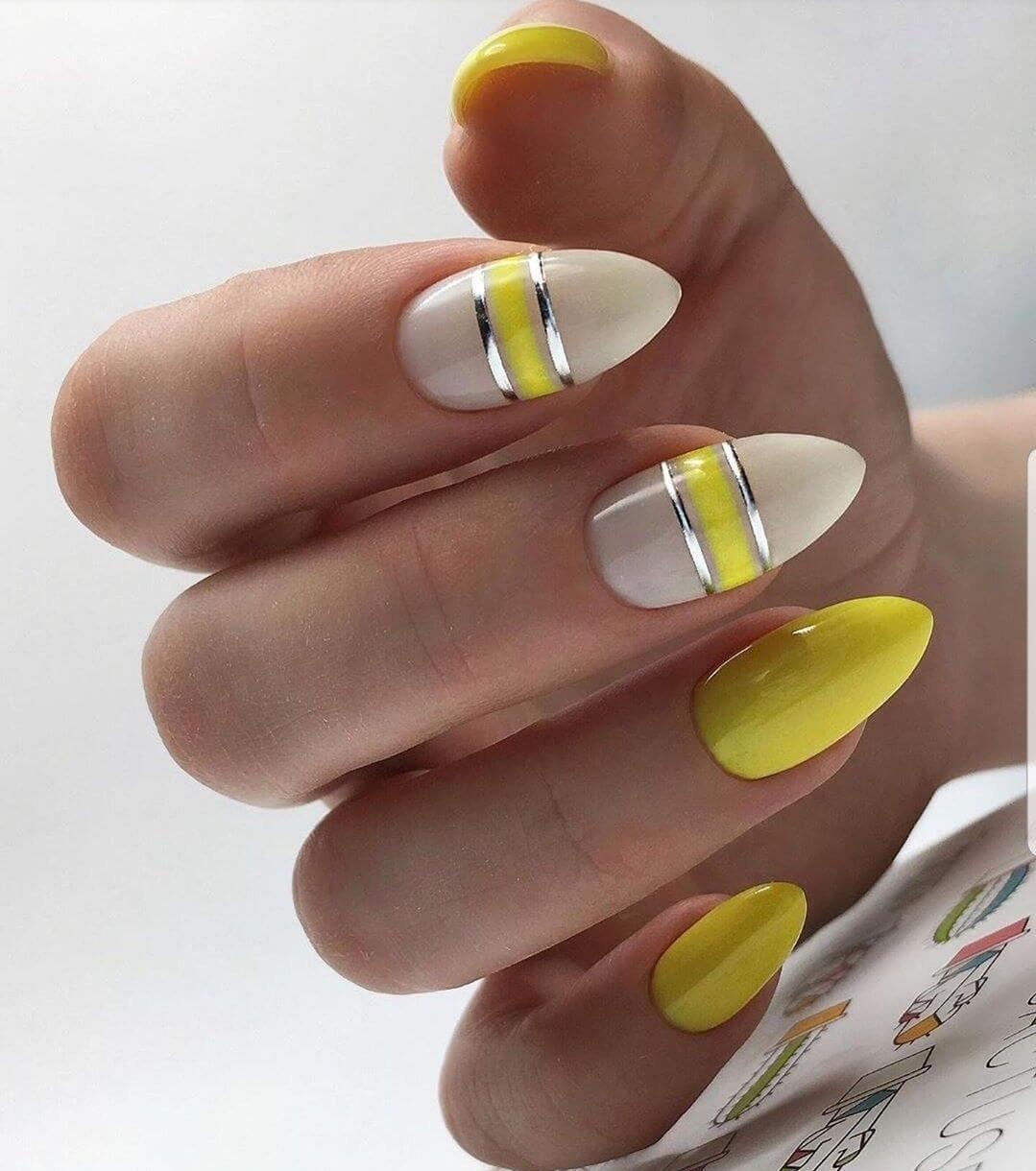 uñas amarillo mostaza con negro