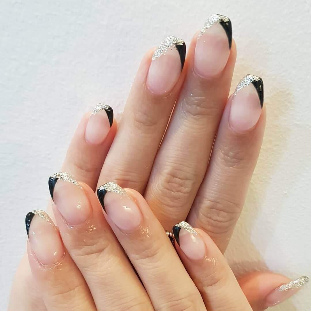 uñas francesas plateadas con negro
