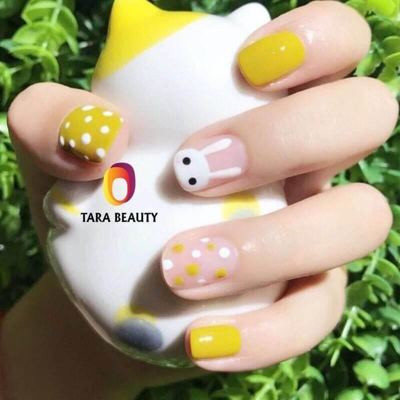 uñas juveniles amarillo mostaza