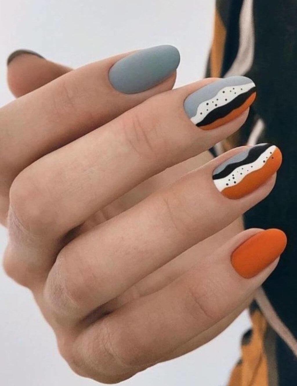 uñas naranja con gris