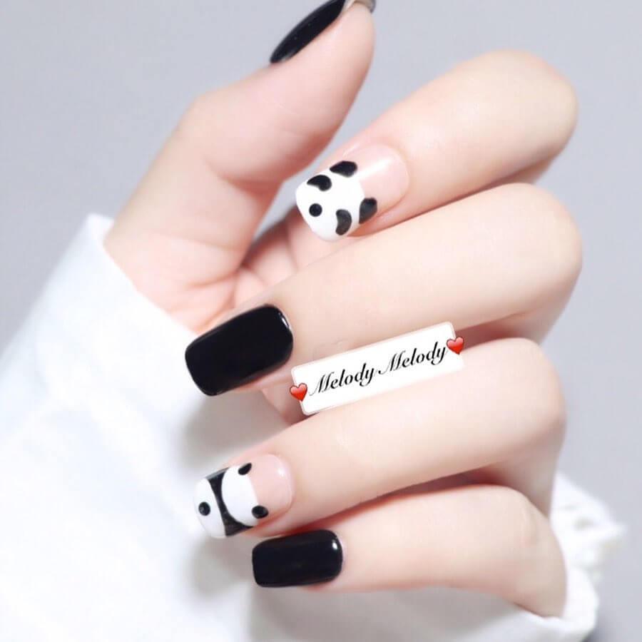 uñas sencillas blancas con negro oso panda