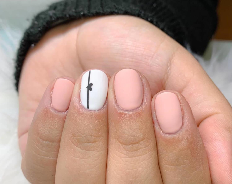 uñas sencillas blancas y rosa