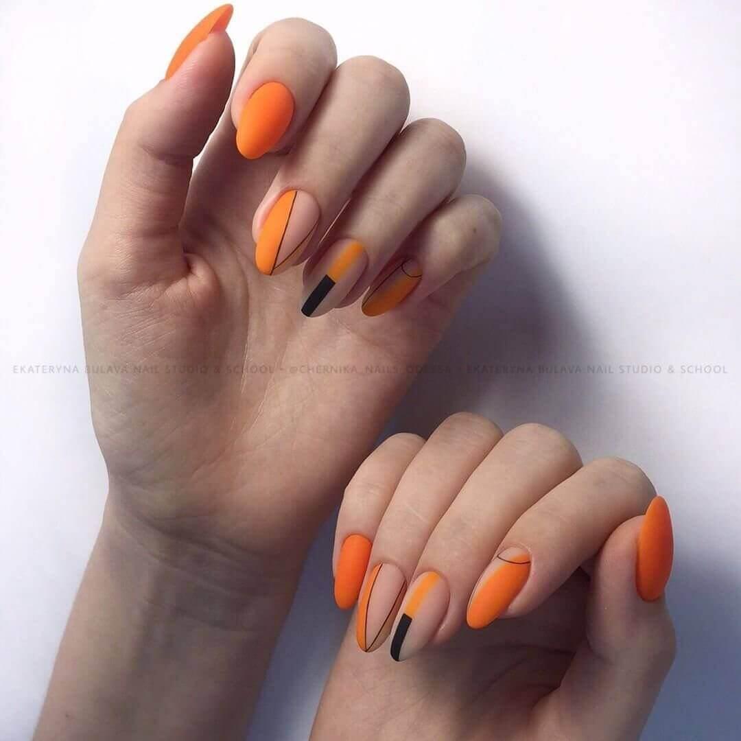 uñas simples naranja con negro