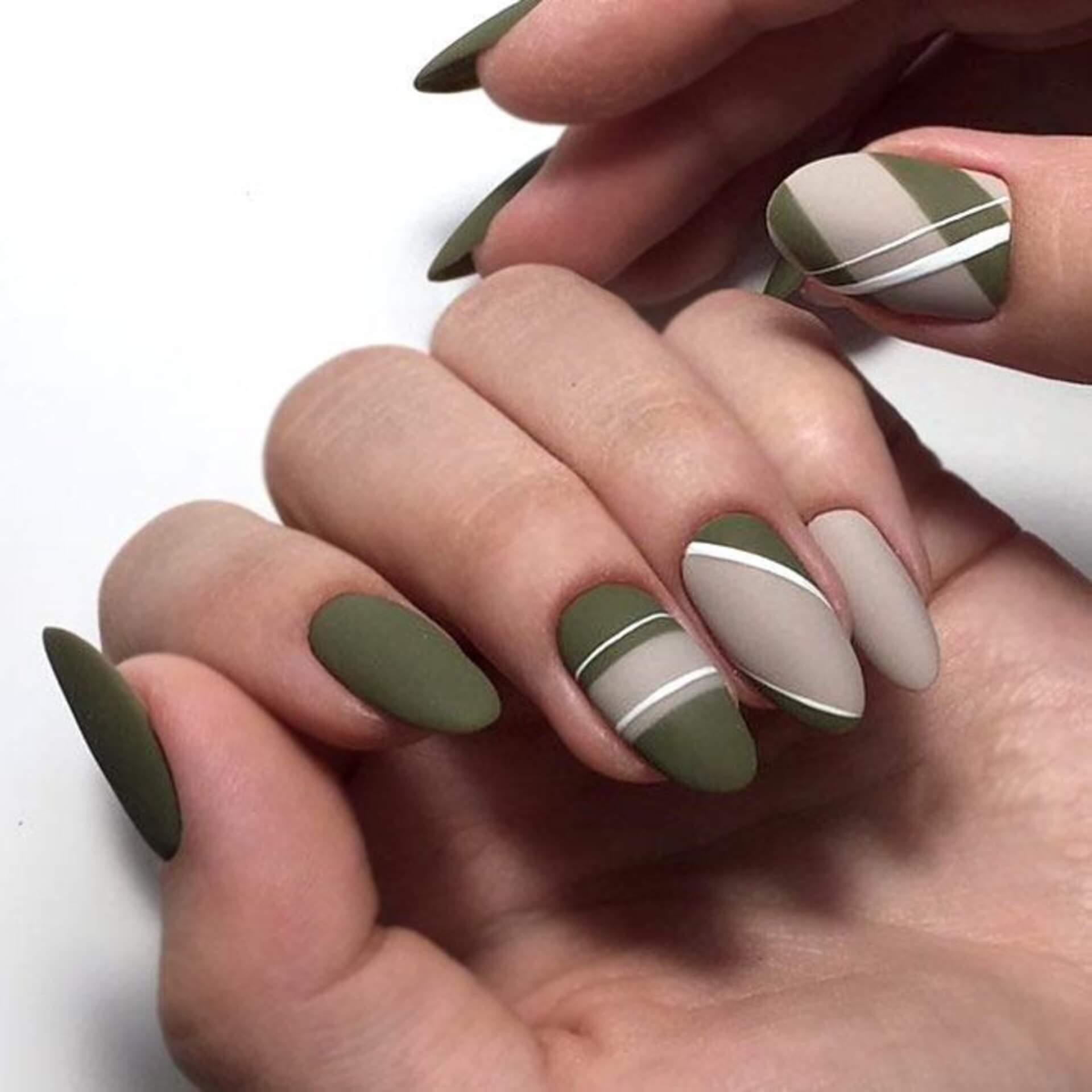 uñas verde con natural y blanco