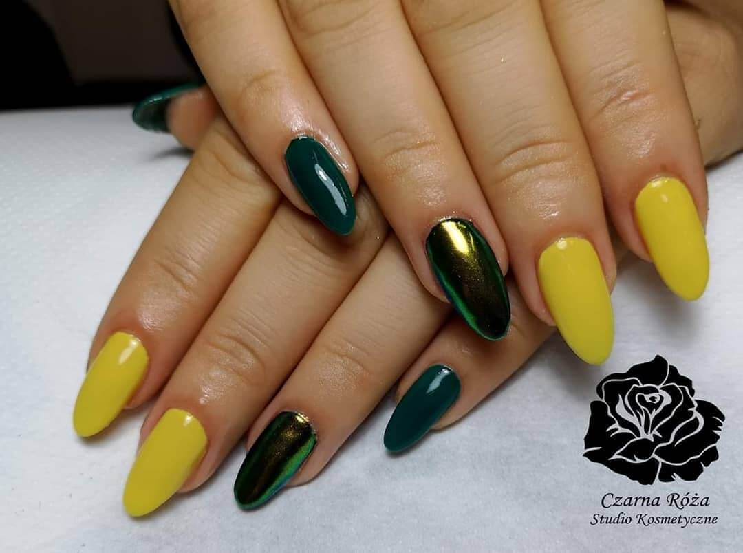 uñas verde y amarillas