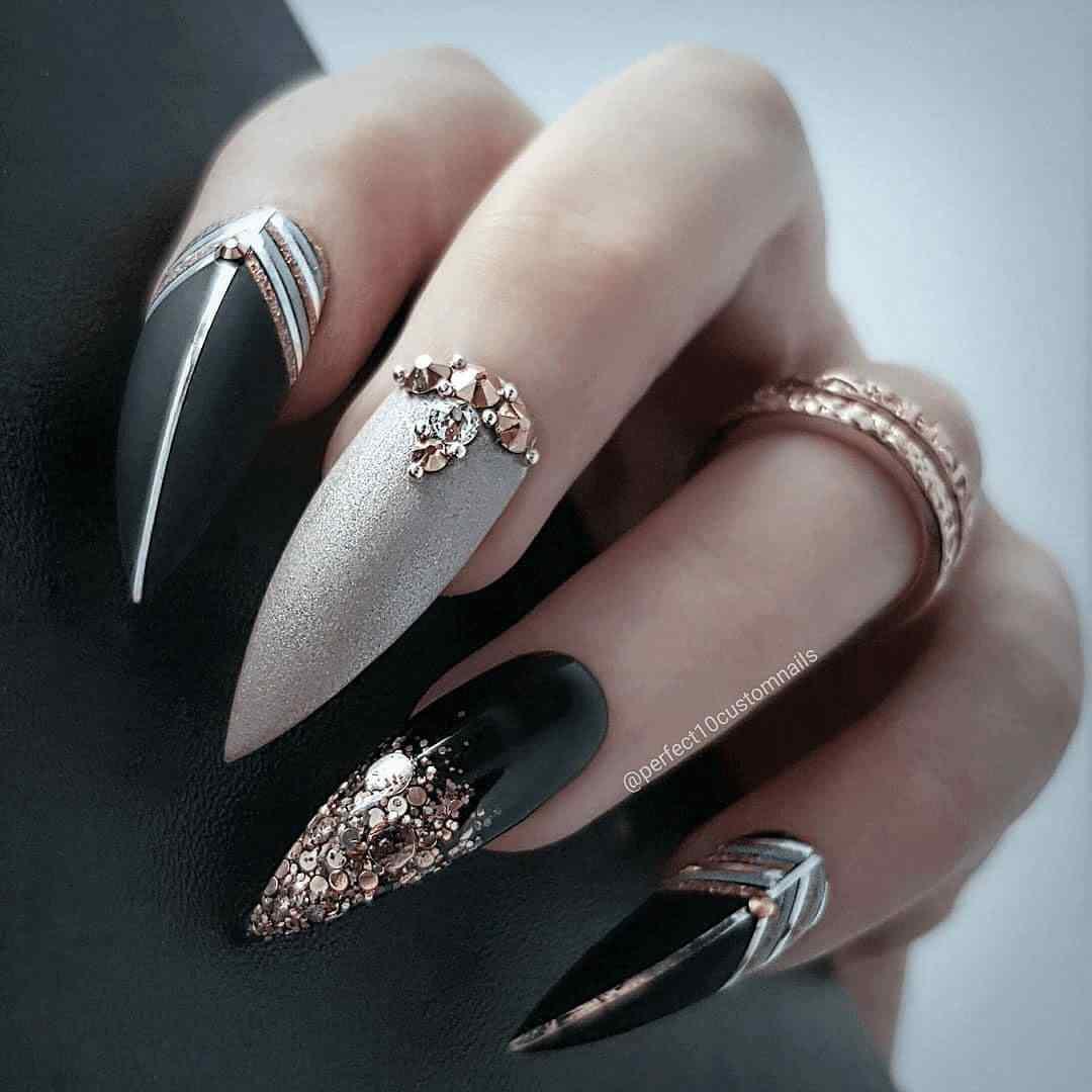 Uñas largas acrilicas color negro