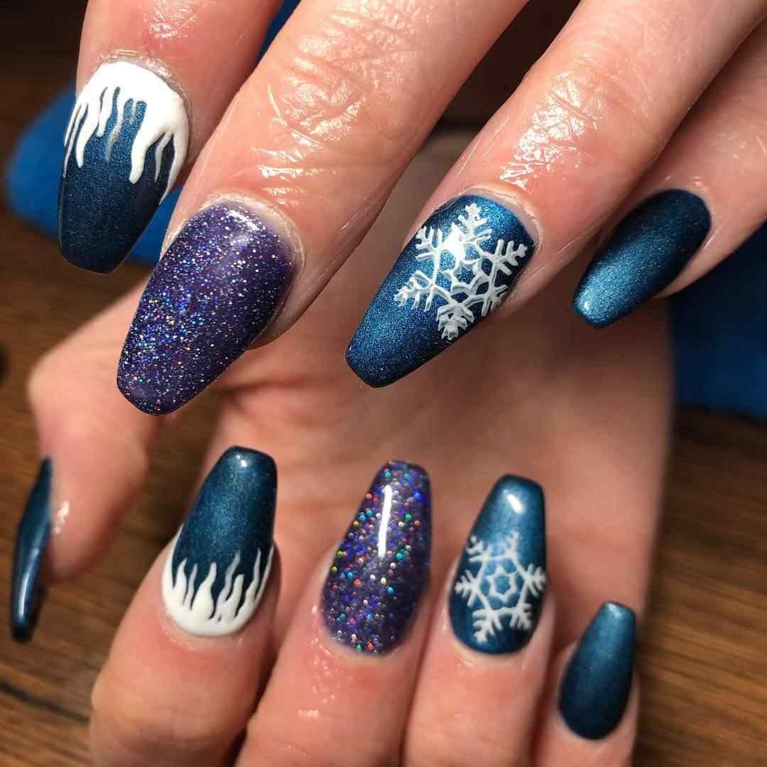 uñas azules de navidad