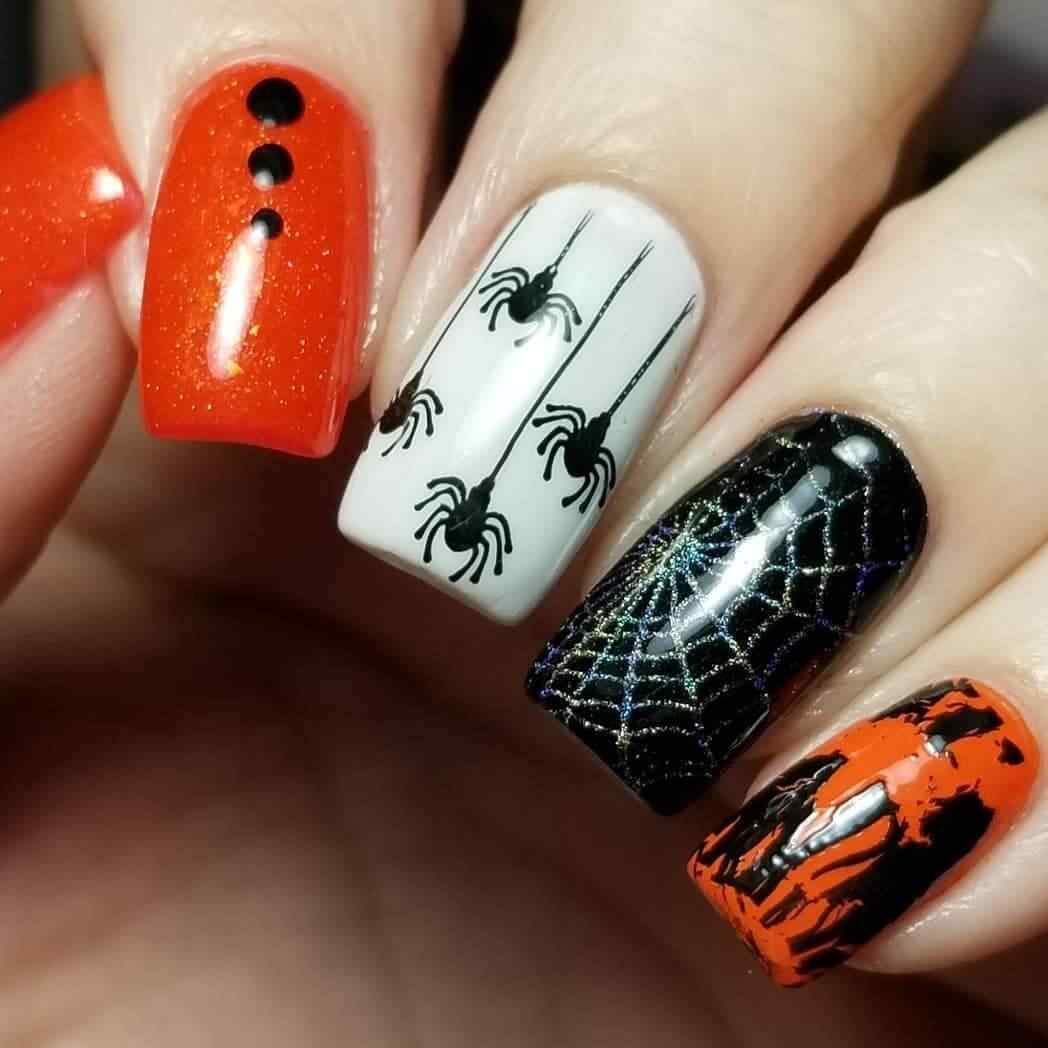 uñas con diseño de arañas halloween