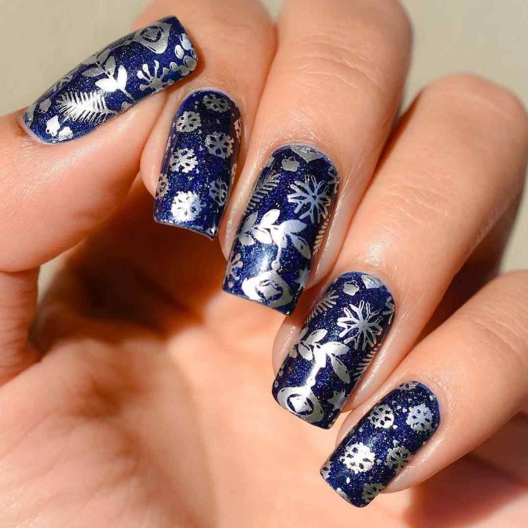 uñas de navidad azul y plata