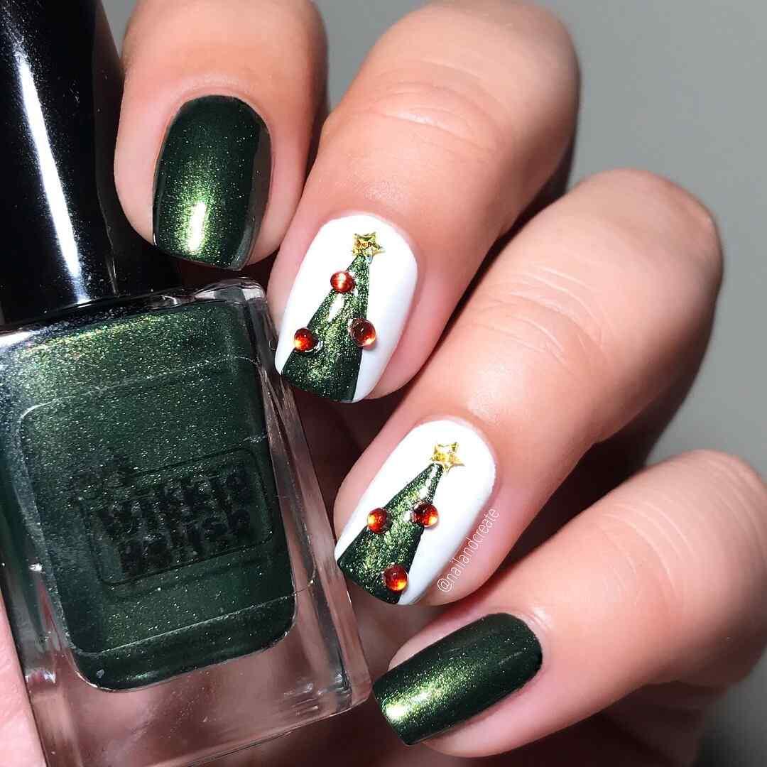 uñas decoradas con arbol de navidad