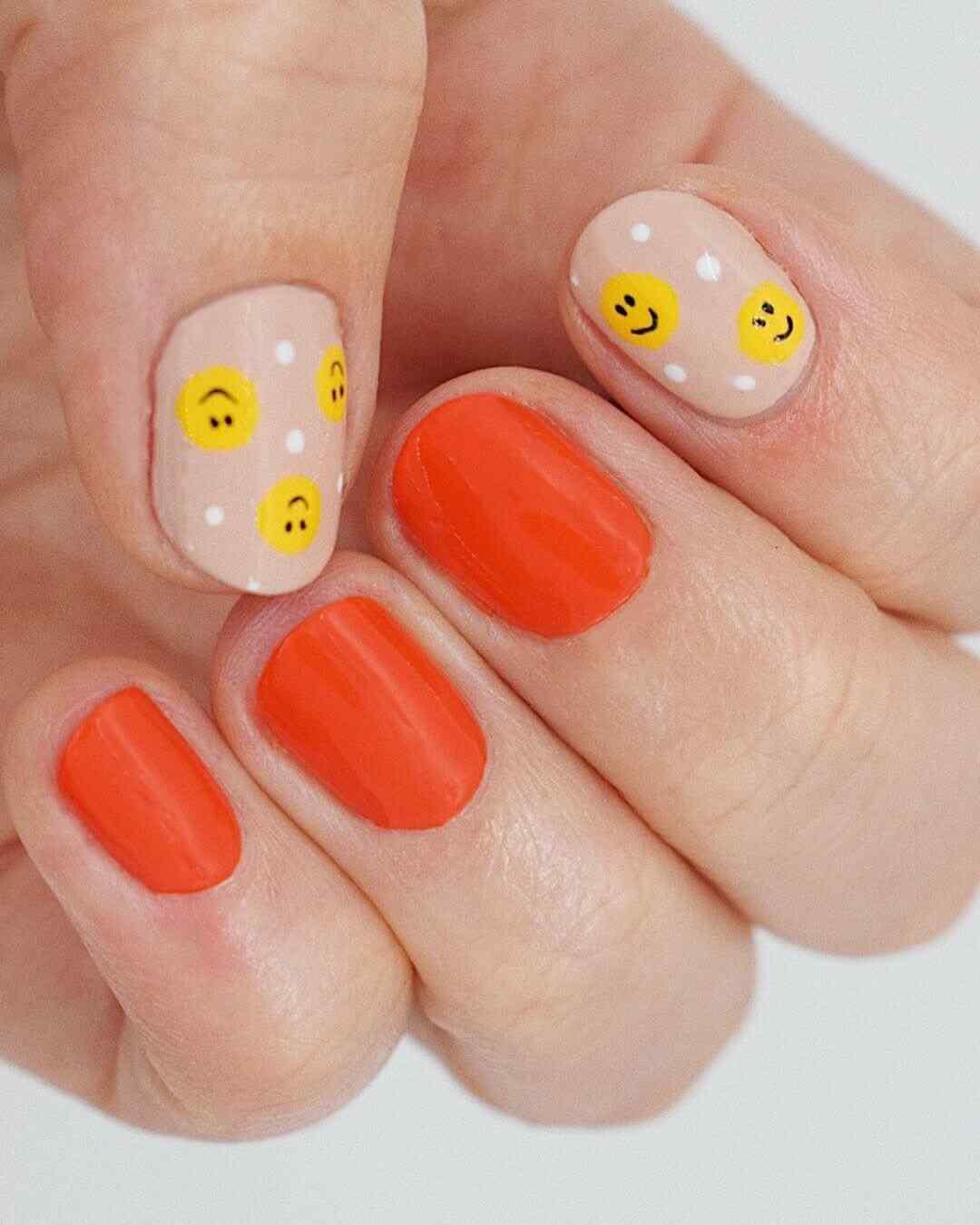 uñas decoradas con emojis