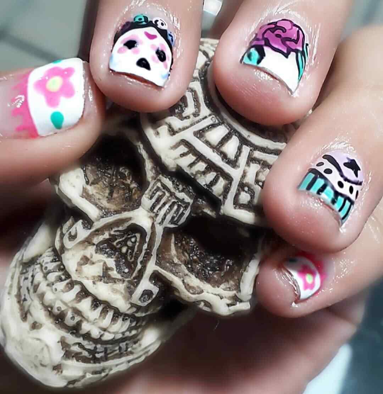 uñas decoradas dia de los muertos