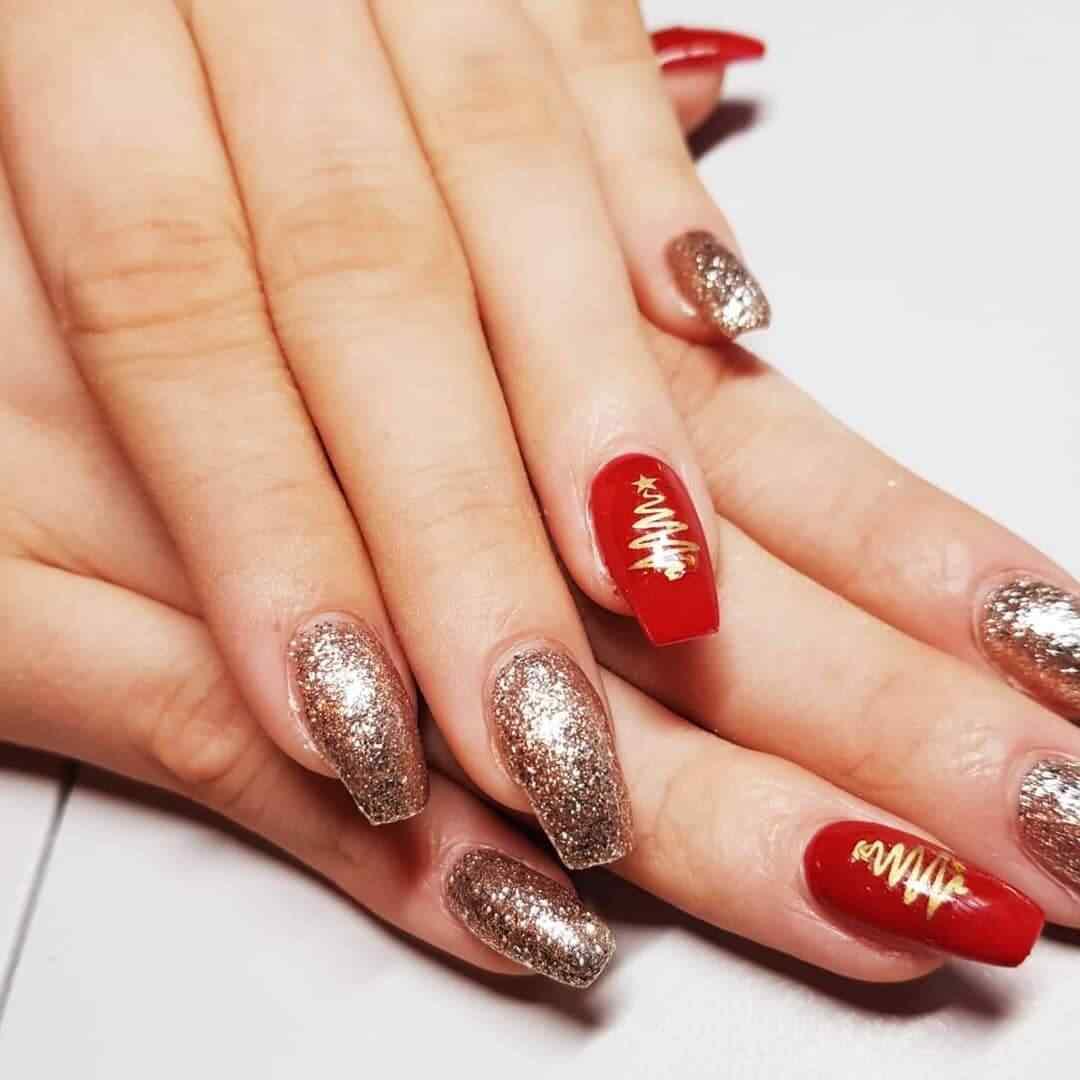 uñas decoradas navideñas rojas y doradas