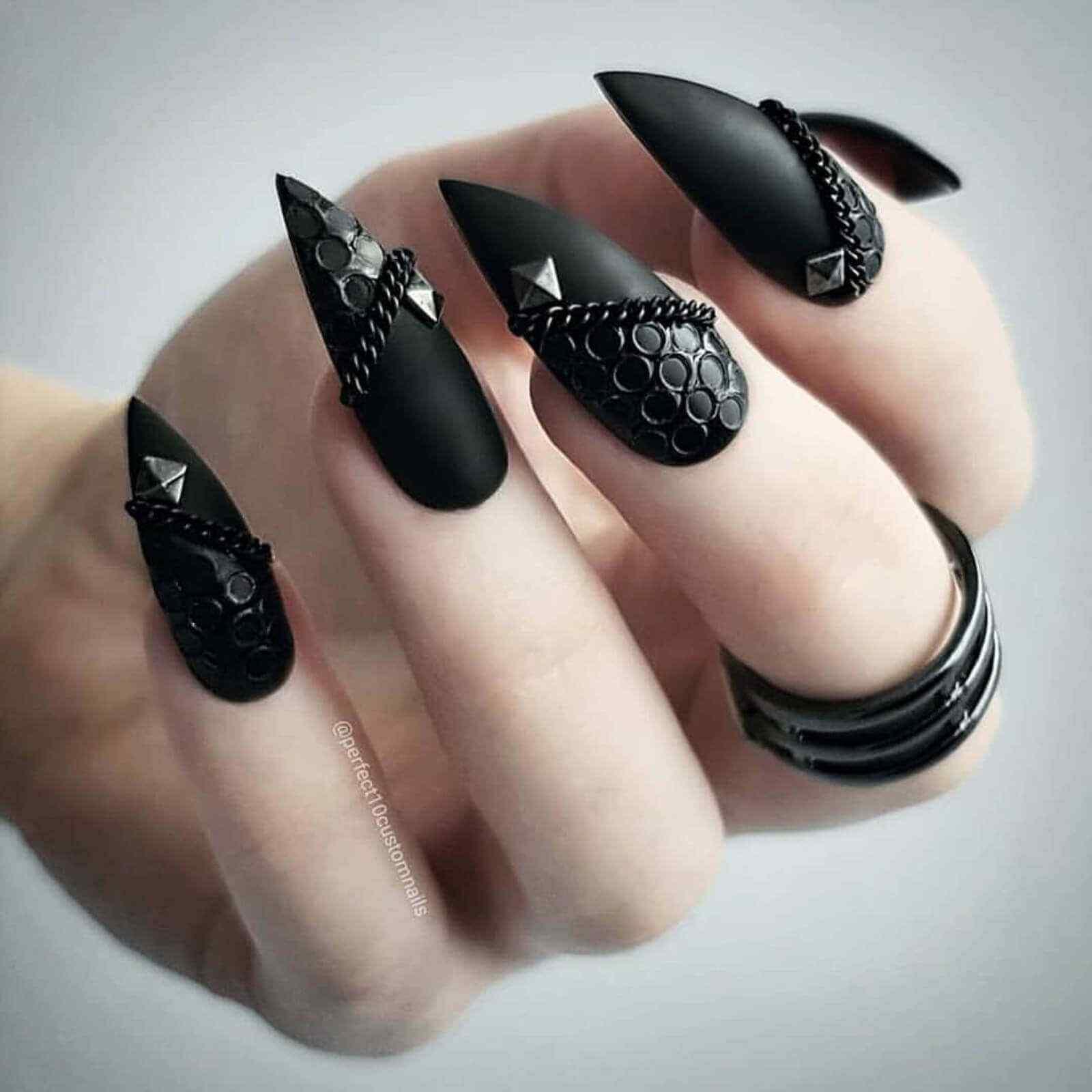 Textura y cadenas en tus uñas
