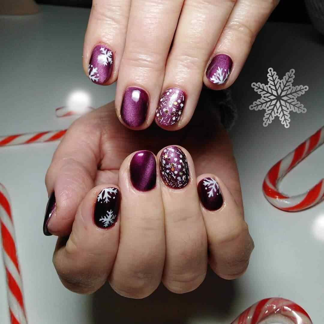 uñas navidad color purpura