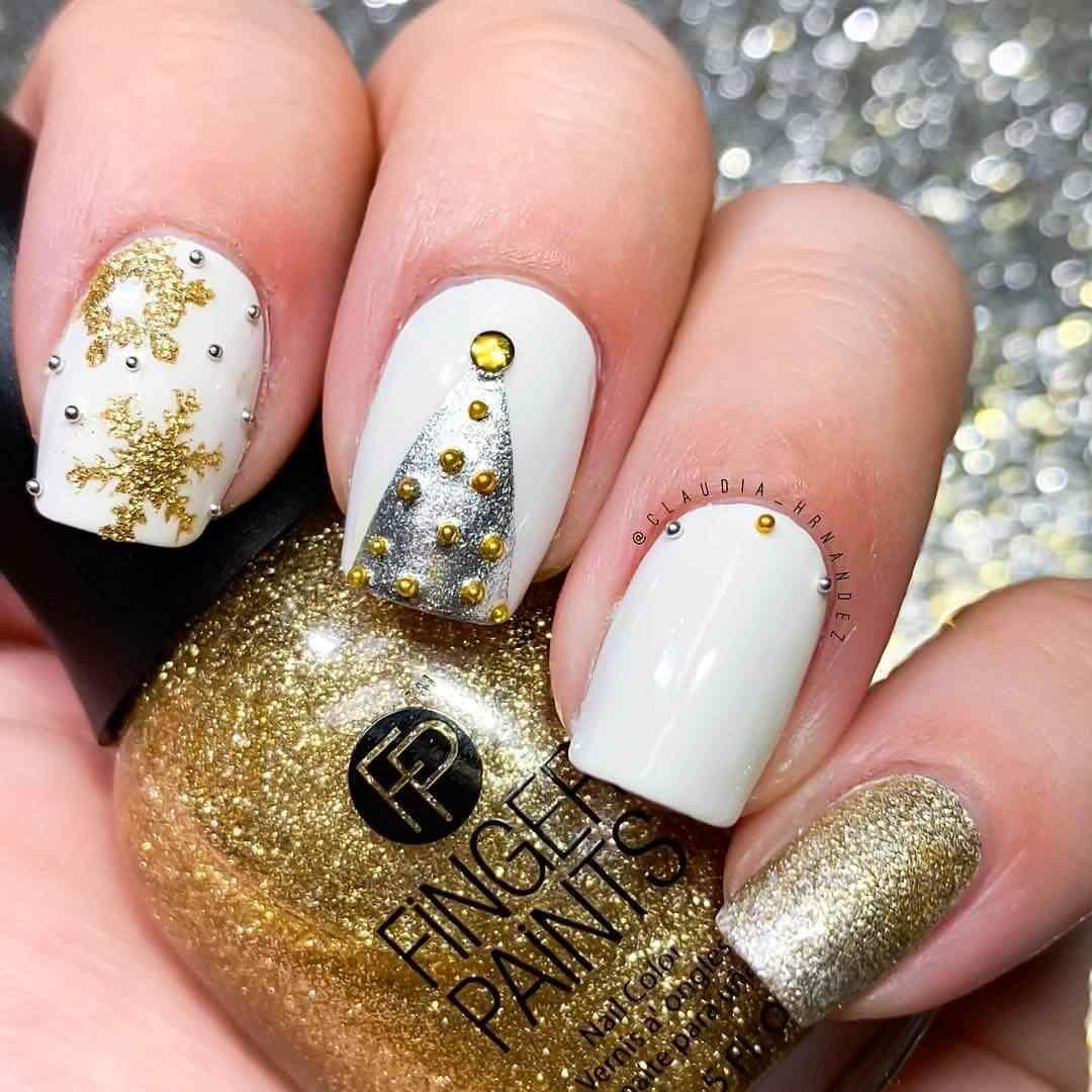 uñas navideñas blancas y doradas elegantes