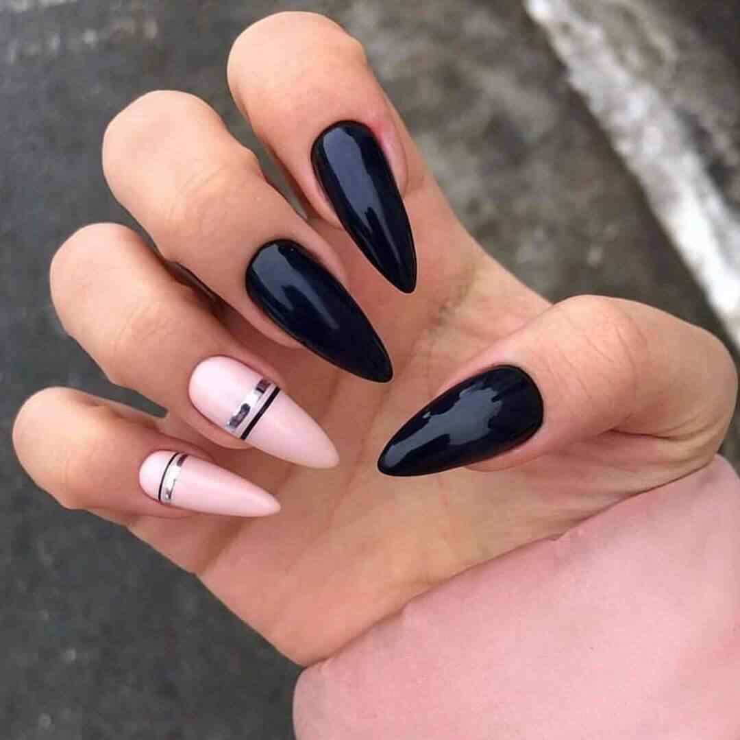 unas negras elegantes