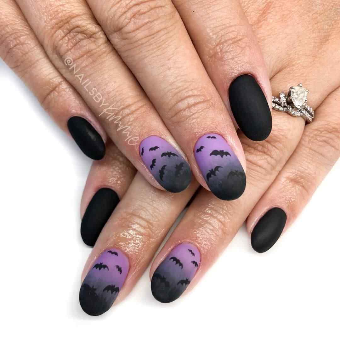 uñas ombre con muercielagos halloween