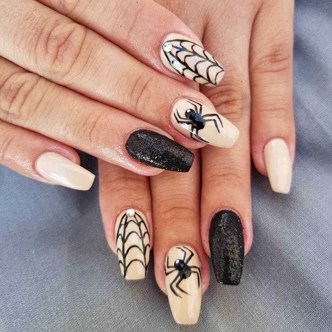 uñas para halloween con arañas
