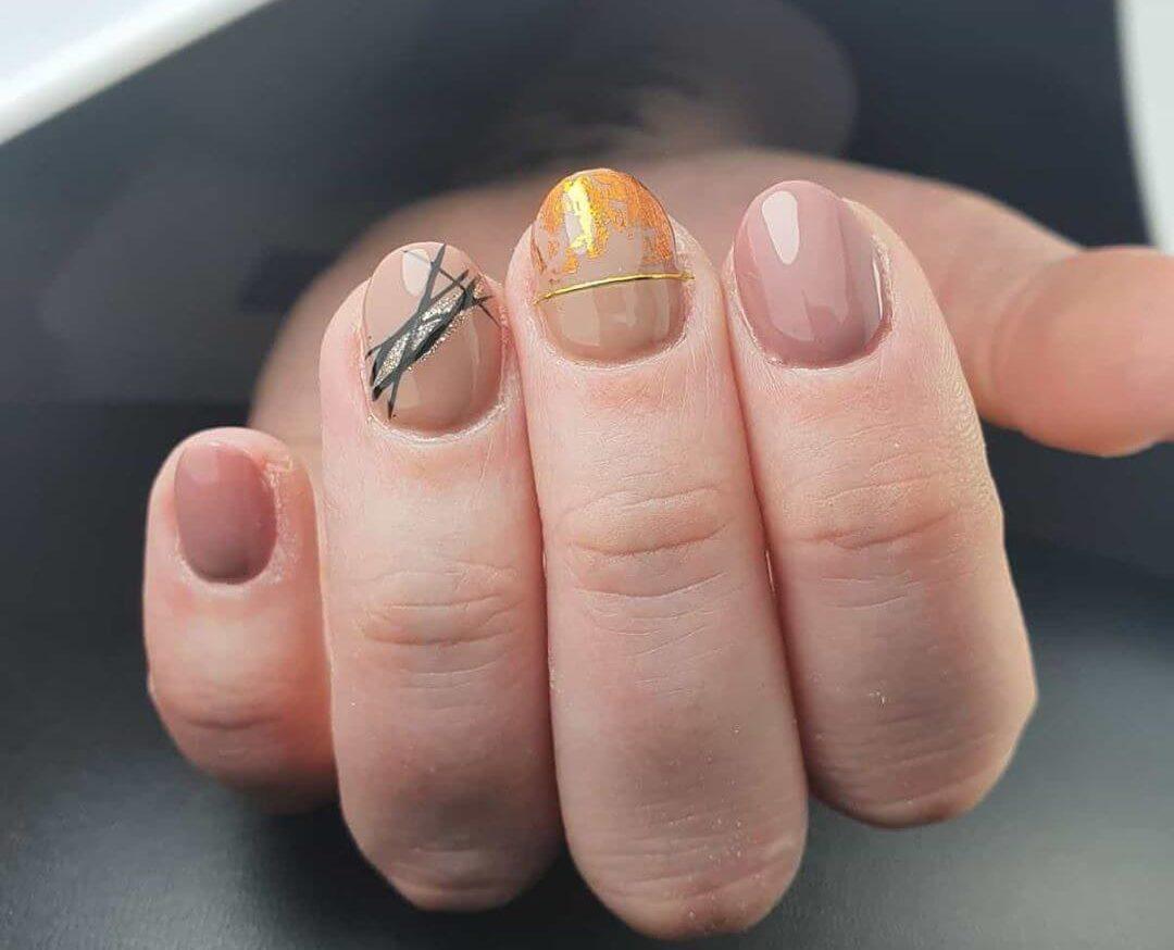uñas cortas decoradas elegantes tono nude