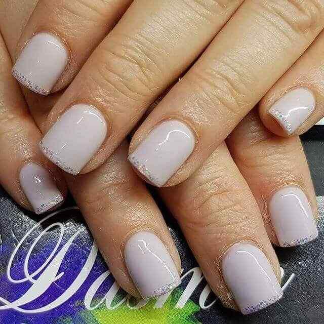 uñas cortas blancas
