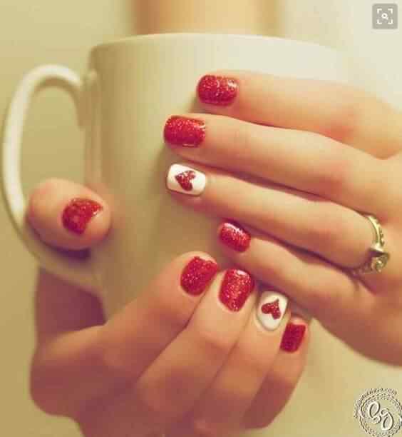 Diseño en rojo con corazones