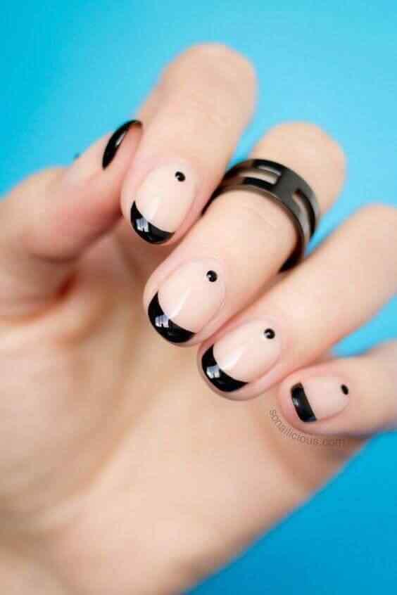 uñas cortas elegante francesa negra