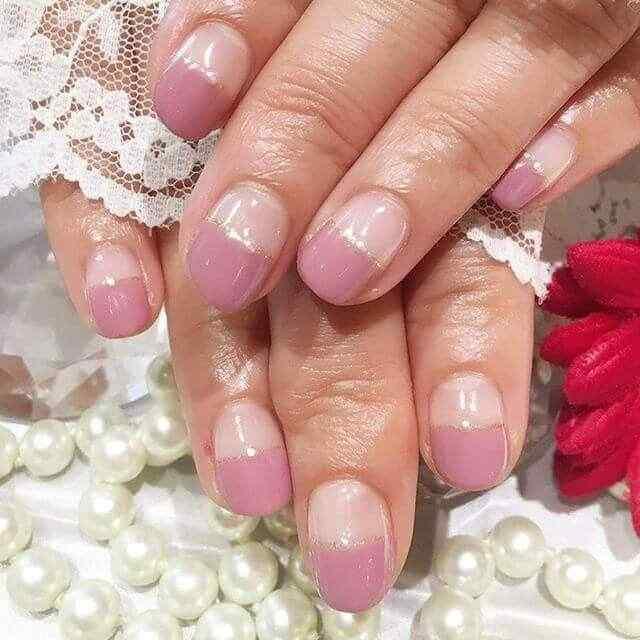 uñas cortas faciles y elegantes rosa y dorado
