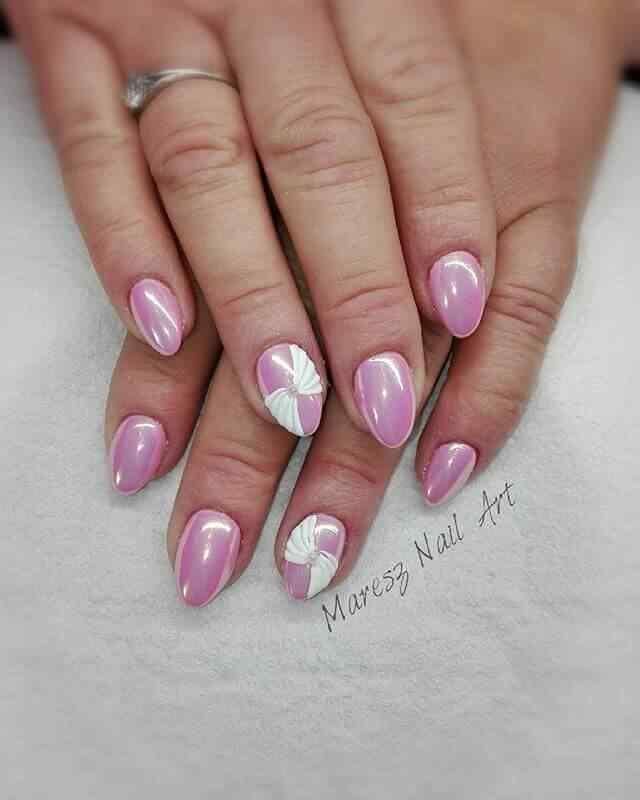 uñas cortas rosa con blanco