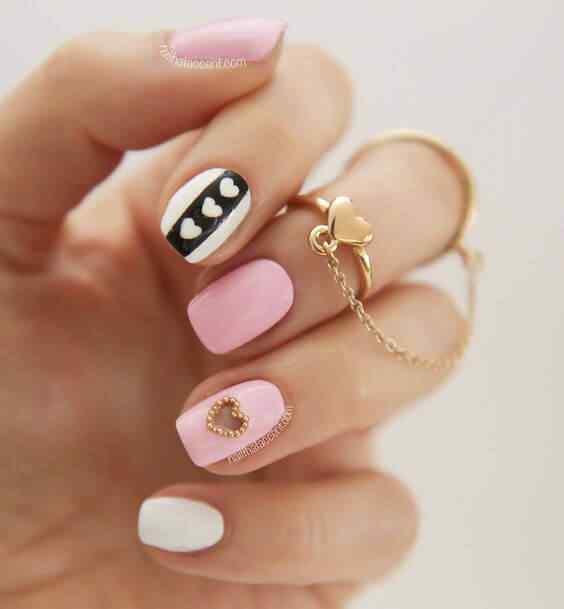 uñas cortas rosa y elegantes