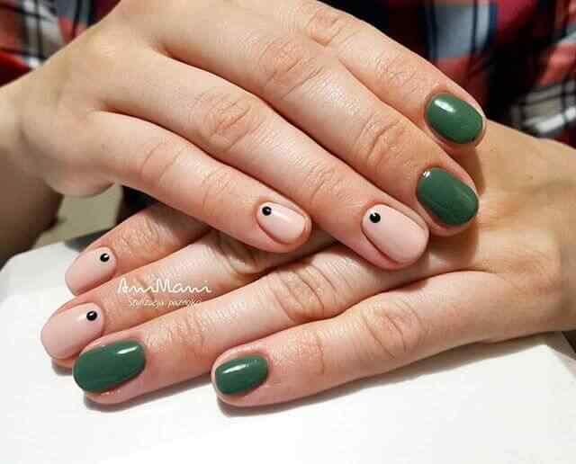 En color verde militar