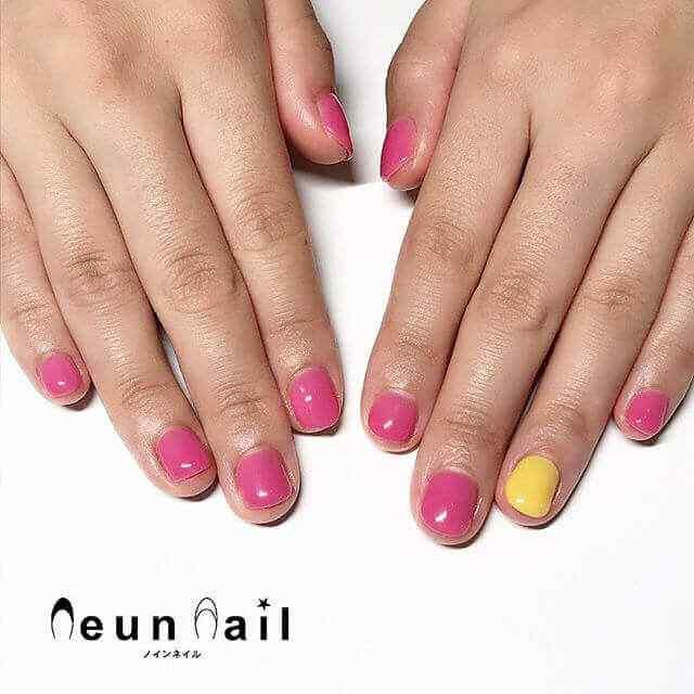 uñas rosa con amarillo