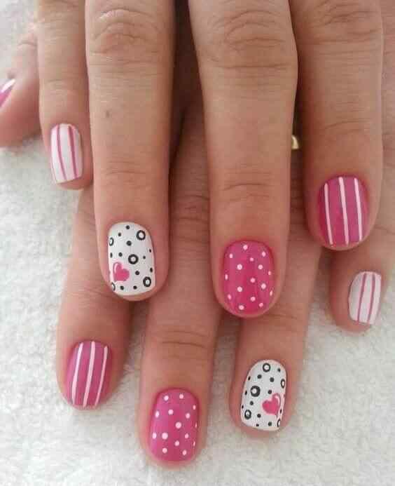 Diseño en rosa y blanco con puntos y corazones