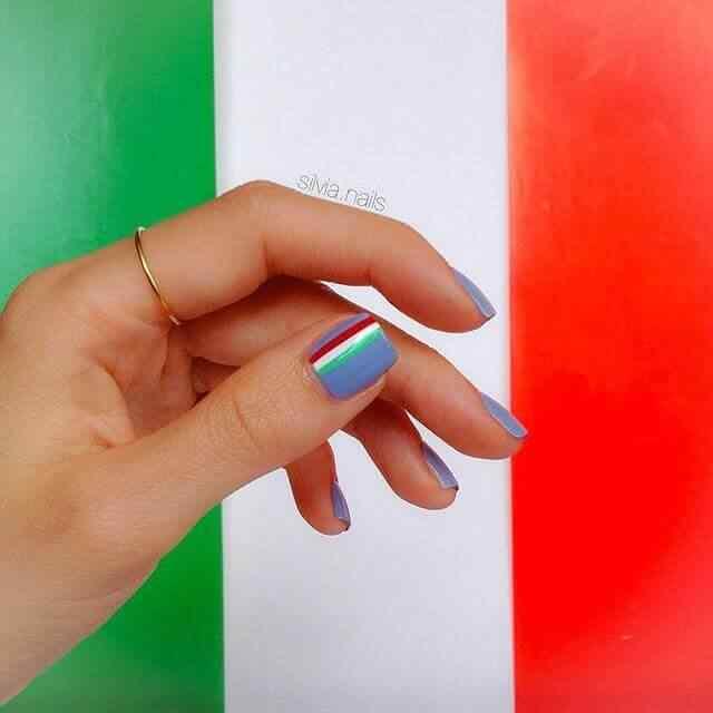 decoracion de uñas con colores italia