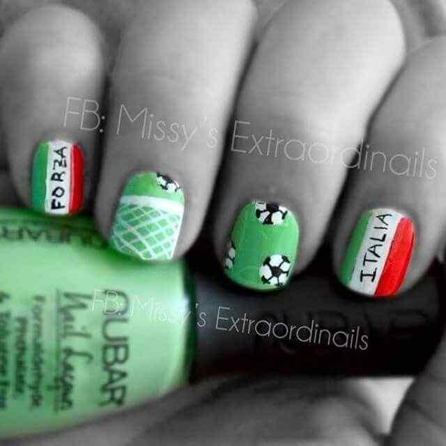 decoracion de uñas de italia