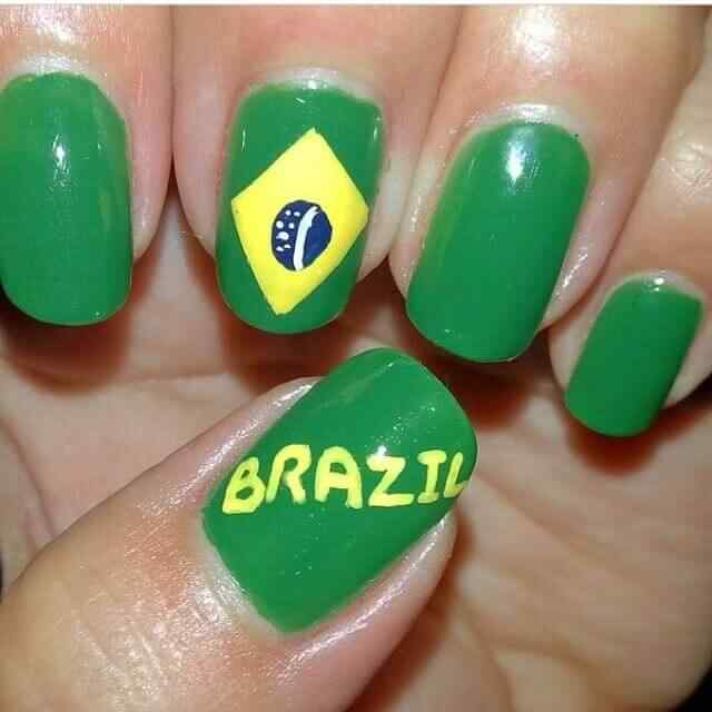 uñas decoradas con bandera de brasil