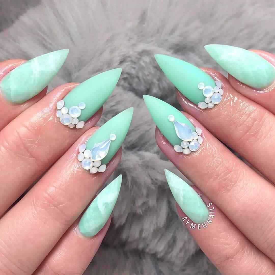 nail decoration with stones