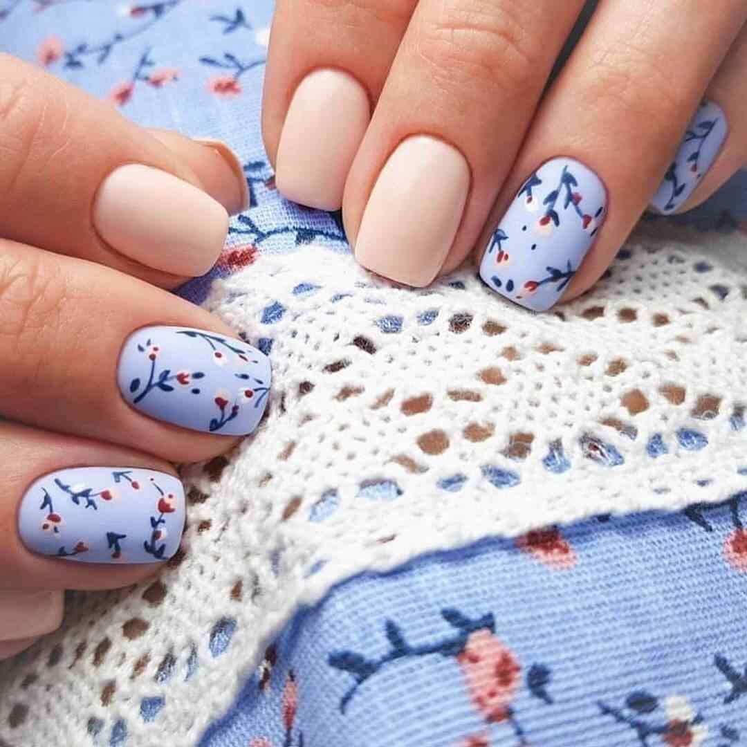 Gel nail decoration with flowers