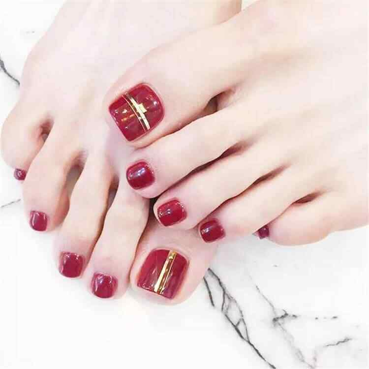 Decorated toenails red