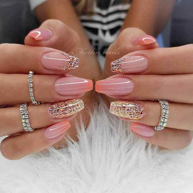 Elegant nails with pebbles